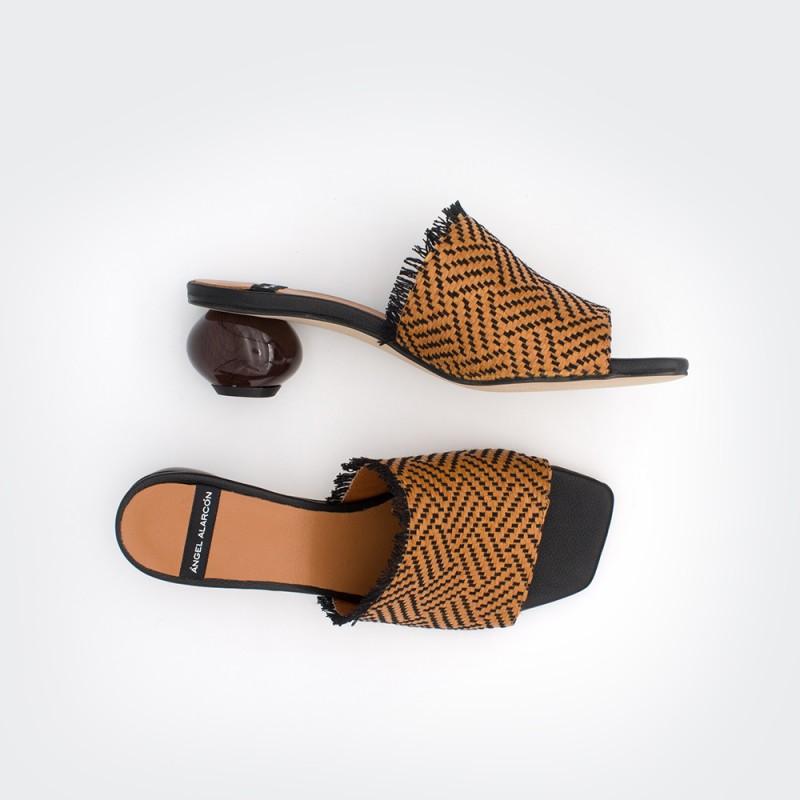 rafia marrón y negra PALAW - Zueco con tacón de diseño bajo zapatos primavera verano 2020 mujer Ángel Alarcón