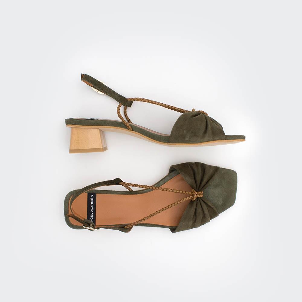 PALAU - Sandalias de tacón bajo ancho de cuerdas verde oliva. Primavera verano 2020 Ángel Alarcón zapatos de mujer. España. Piel
