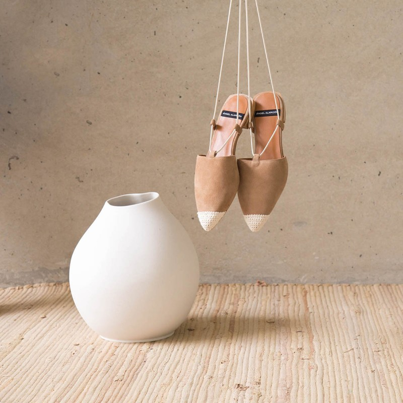 Zapatos mujer ante cuero marrón. Bailarinas destalonadas de cuerdas con puntera de ganchillo. Verano 2021. SIROS 20050-522B