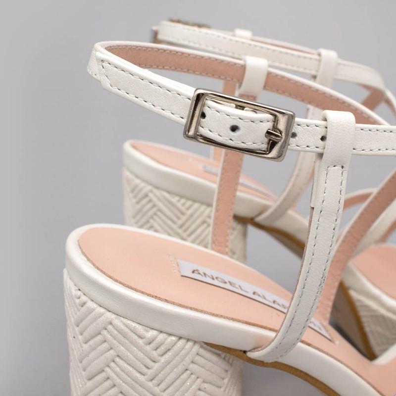 THAIS - Zapato de novia 2020 de piel blanco. Sandalias de tiras tacón redondo y alto con plataforma. Ángel Alarcón boda España