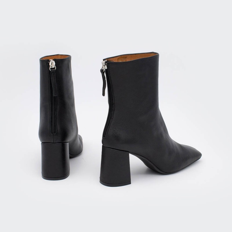 ALAND - Women's square toe booties, wide heel and zip. Black leather. Autumn fall winter 2020 2021. shoes online Made in Spain.
