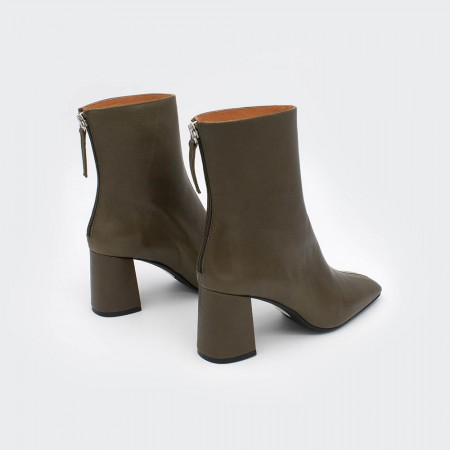 ALAND - Women's square toe booties, wide heel and zip. Green leather. Autumn fall winter 2020 2021. shoes online Made in Spain.