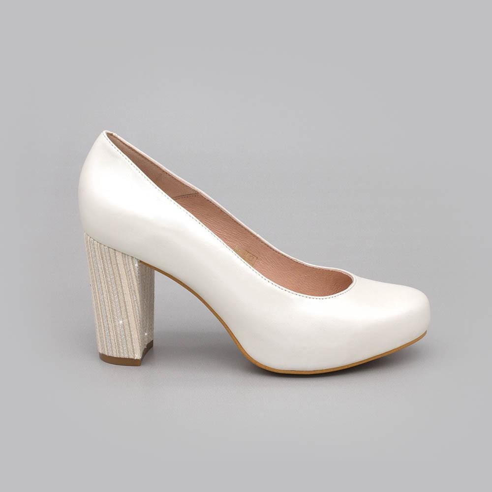 SIBYL - Zapatos cerrados de piel cómodos de punta redonda y tacón ancho - Zapatos de novia 2020 Ángel Alarcón España - Blancos