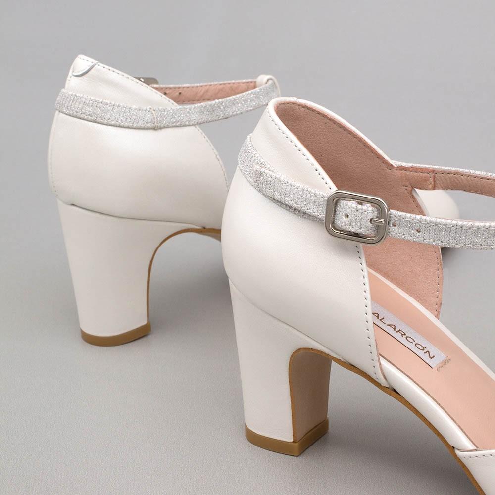 Zapatos de novia y de fiesta de color blanco cerrados con punta redonda, de tacon bajo, ancho y comodo. 2021 2020. 20174 DARLA