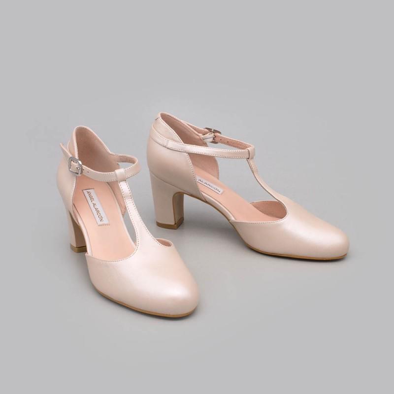 Zapatos de novia y de fiesta de color nude cerrados con punta redonda, de tacon bajo, ancho y comodo. 2021 2020. 20174 DARLA