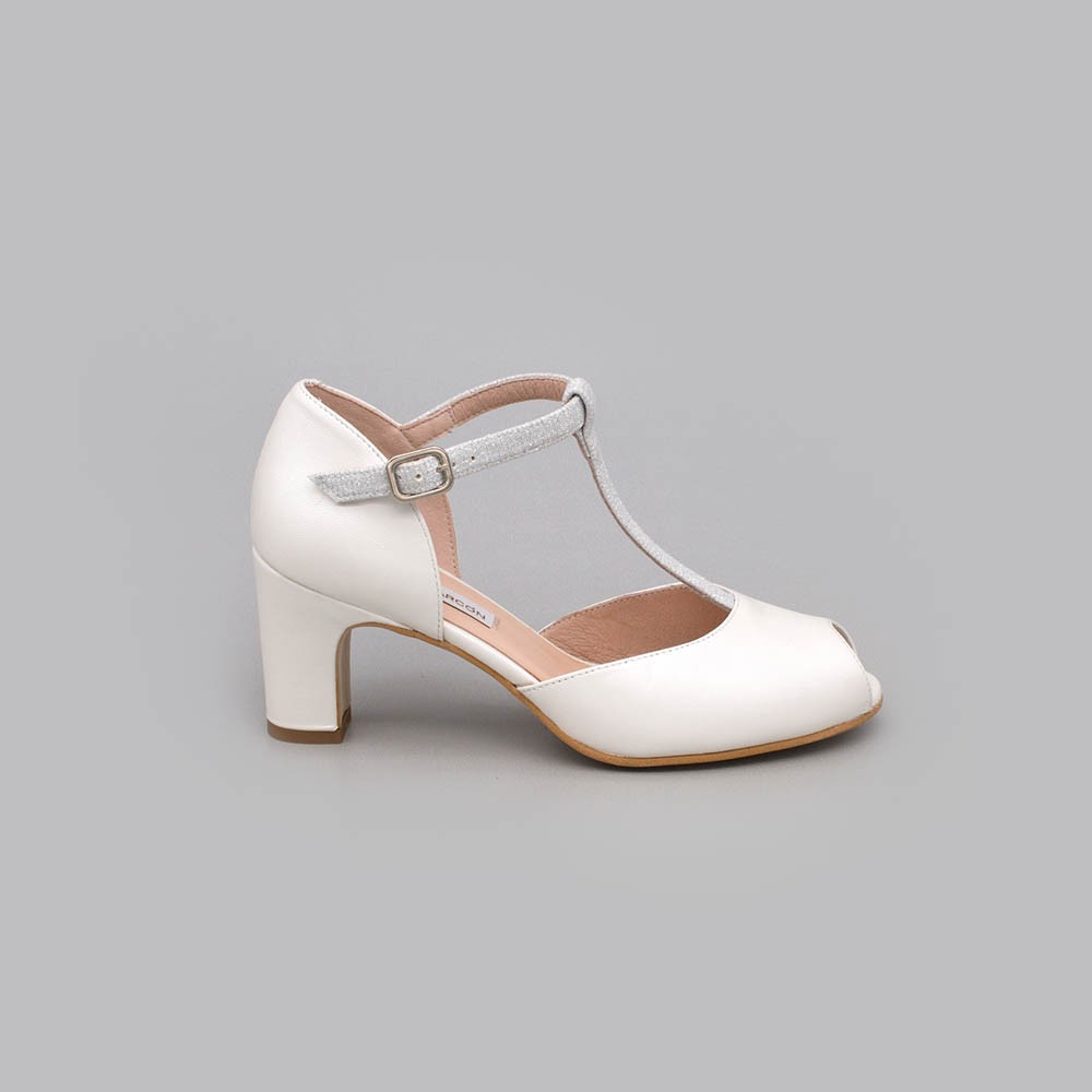 Zapatos de novia de tacon bajo, ancho y comodo con forma t-strap angel alarcon 2021 online. 20172-570D BESS. 2020