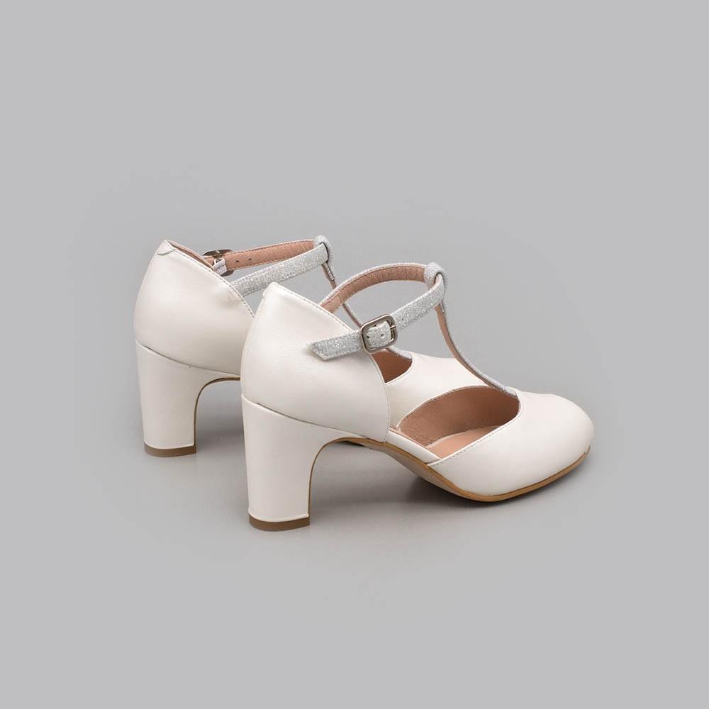 Zapatos de novia de tacon bajo, ancho y comodo con forma t-strap angel alarcon 2021 online. 20172-570D BESS. 2020 España