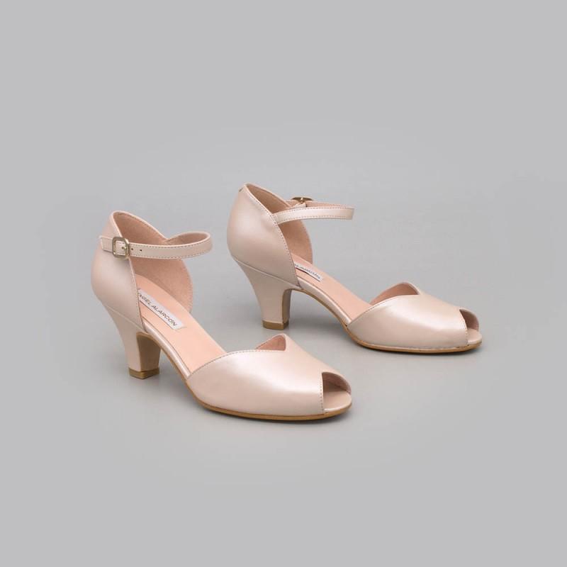 20174-570C MALORY - Peep toe de tacon bajo comodo. Color nude. D'orsay con pulsera. Zapatos de novia y fiesta 2021 online
