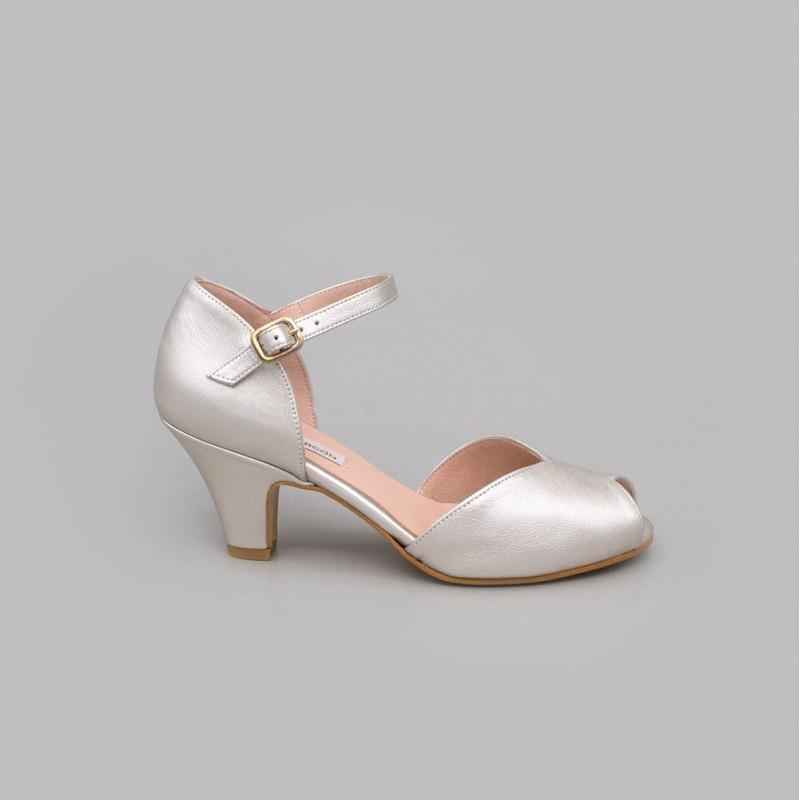 20174-570C MALORY - Peep toe de tacon bajo comodo. Color plata. D'orsay con pulsera. Zapatos de novia y fiesta 2021 online
