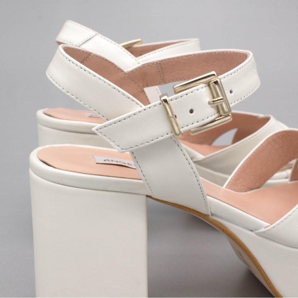 BERTA Sandalias muy cómodas con tacón medio ancho y plataforma zapatos de novia 2020 de piel color blanco Ángel Alarcón España