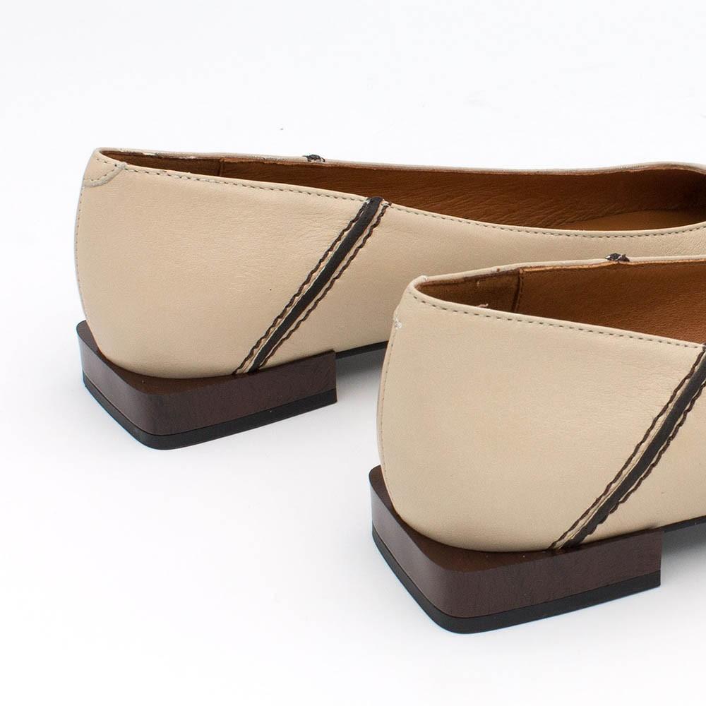 20572-535A ALOR - Bailarina de punta cuadrada y tacon bajo de madera de piel color nude. Zapatos de mujer invierno 2020