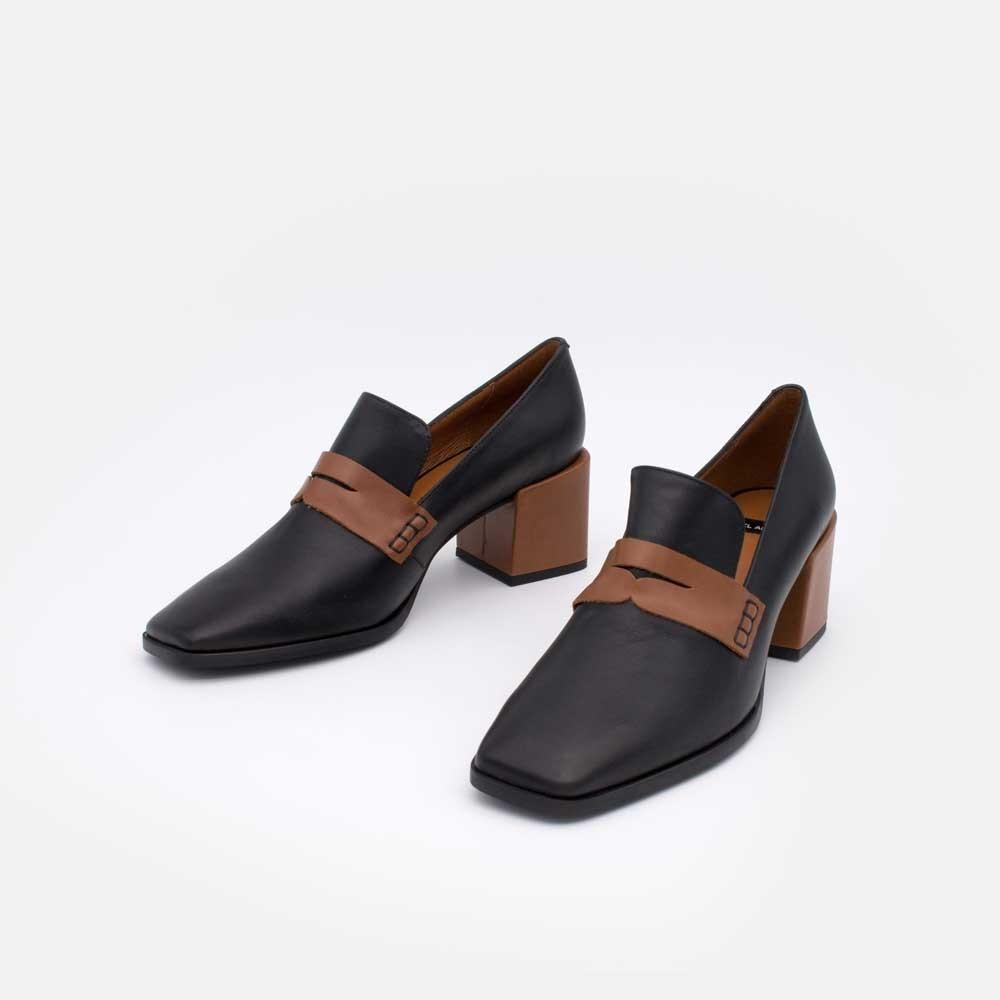 20605-507F CHILOE Mocasin de tacon, punta cuadrada, de piel y adorno de antifaz invierno 2020 2021 zapato mujer negro y cuero