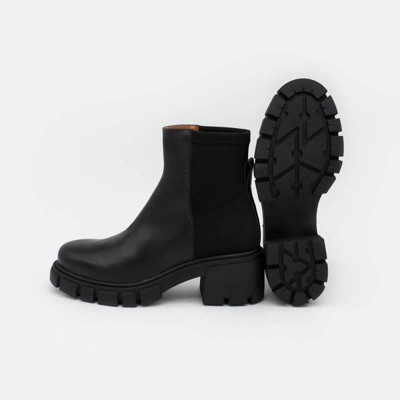 20595 CERAM - BotIn de mujer de piel y elastico de color negro con plataforma y tacon track. Zapatos Ángel Alarcon 2021 invierno