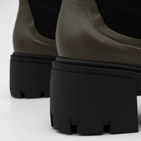 BUKA - Botín de mujer de piel con elástico tipo calcetín, de tacón y plataforma track. Zapatos Angel Alarcon invierno 2021