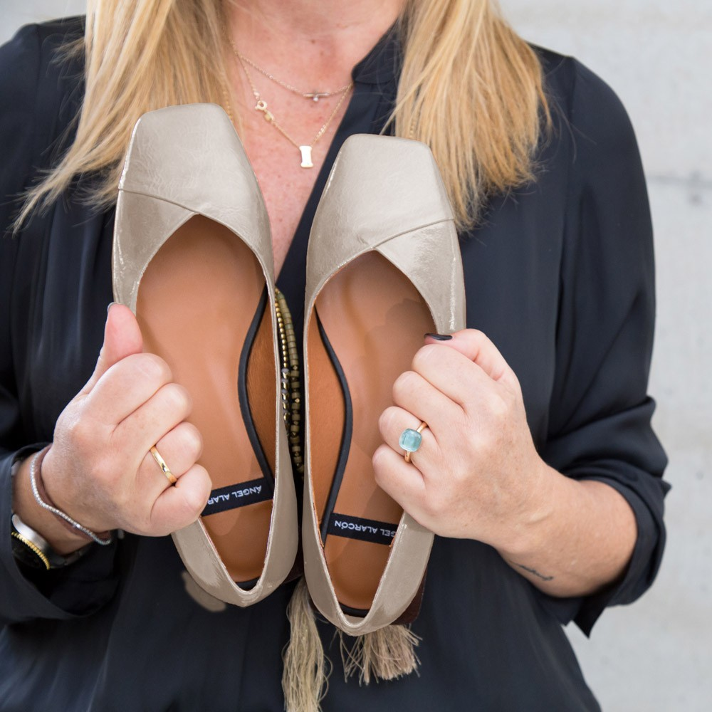 ELDEY Bailarinas de punta cuadrada de tacón plano para mujer en piel charol gris comodo invienro 2021