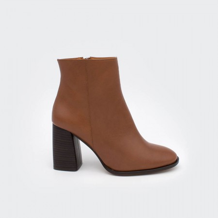 TEXEL - Wide heels round toe ankle boots with zipper Brown leather 20602-540C. Woman shoes Fall winter 2020 2021. Made in Spain.