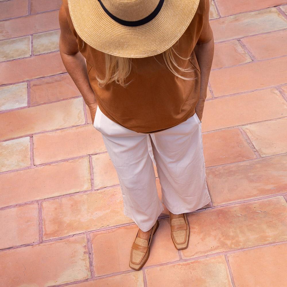 Mocasines de mujer de rafia y cuero, planos y con punta cuadrada. Primavera verano 2021. España Spain. 21065 MANAL