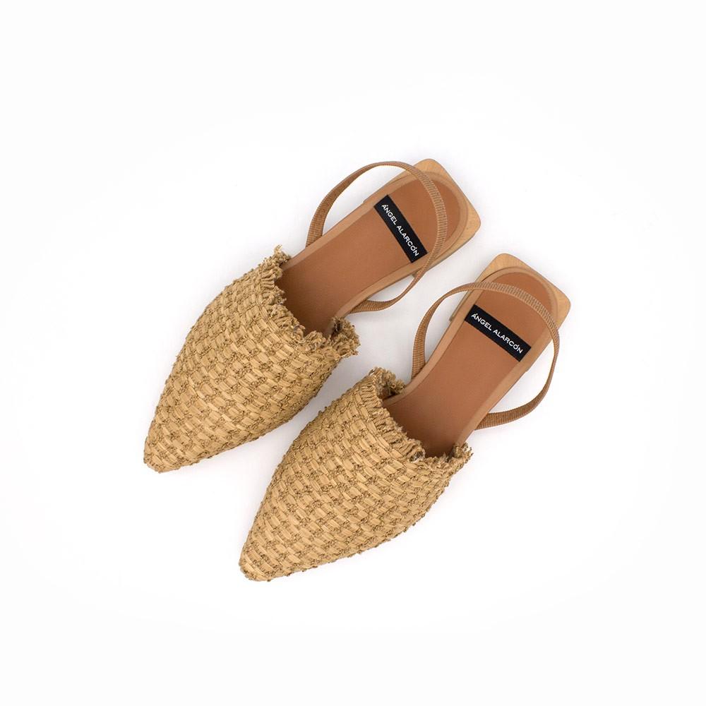 marron natural  - Zapatos planos de punta fina destalonados, de rafia. Primavera verano 2021. NADIMA - 21069