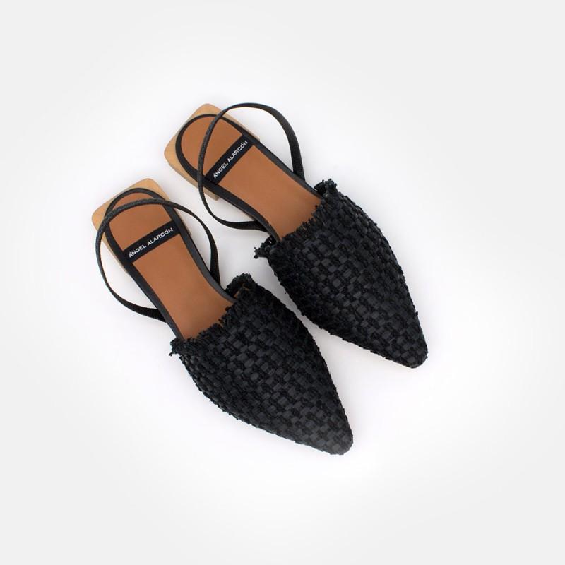 negro mujer  - Zapatos planos de punta fina destalonados, de rafia. Primavera verano 2021. NADIMA - 21069