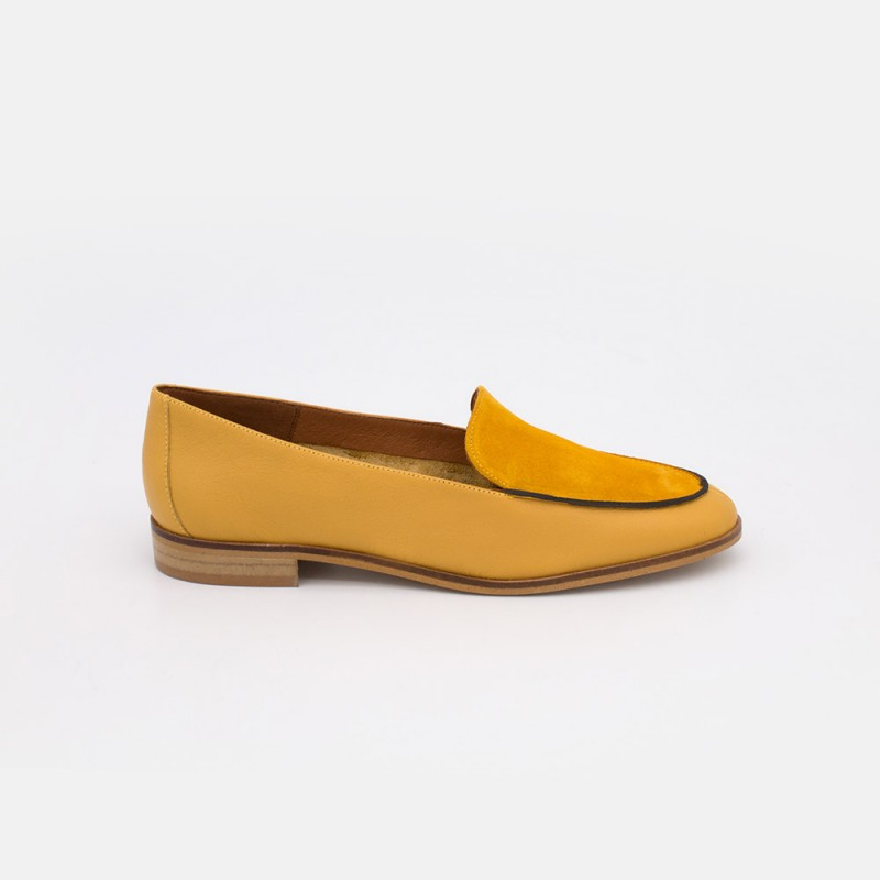 Zapatos piel ante amarillo mostaza. MEDES 20138 Mocasines de verano 2021 para mujer planos con punta redonda. Made in Spain