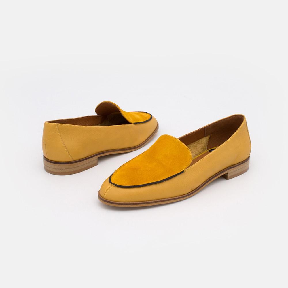 Zapatos piel ante amarillo mostaza. MEDES 20138 Mocasines de verano 2021 para mujer planos con punta redonda. Made in Spain.
