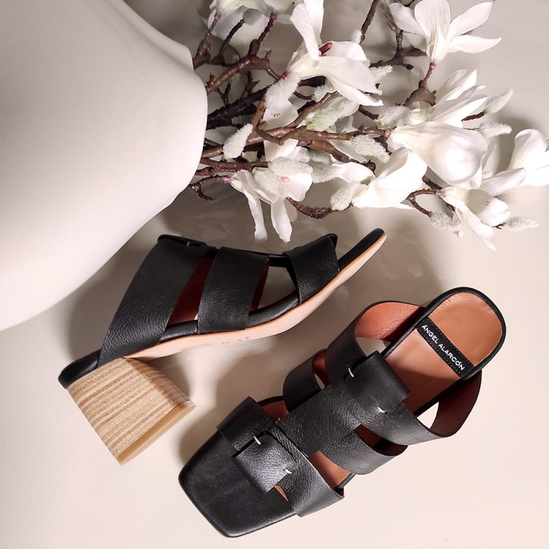 20029 piel negro SILVA Sandalias de piel de estilo cangrejeras con tacón de madera verano 2021. Angel Alarcon. Zapatos mujer.