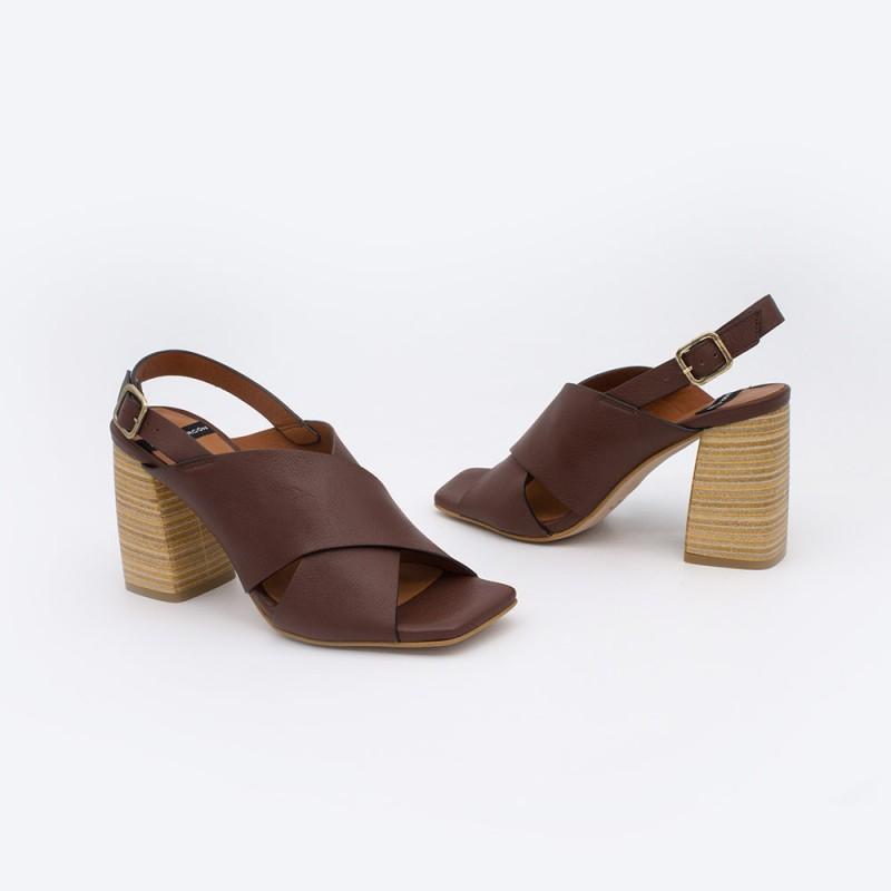 20064 piel marron oscuro MURANO Sandalias de mujer con tacon alto y ancho de madera. Zapatos verano 2021 angel alarcon. España