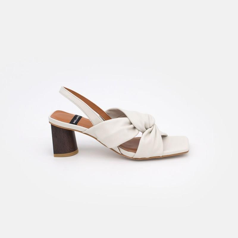 piel blanco KENZA Sandalia con tacón alto de piel entrelazada. Zapatos mujer primavera verano 2021. Ángel Alarcón 21023-528C.