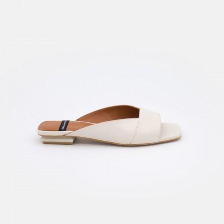 Zapatos blancos planos VEDRA Mule de mujer basico minimalista . Primavera verano 2021. angel Alarcon 20081-979I
