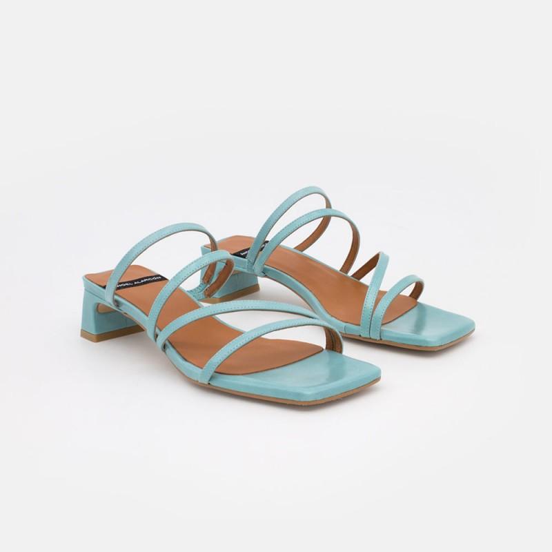 piel azul turquesa OLAYA Sandalia de tiras minimalista con tacon bajo. Zapatos mujer. Verano 2021 Ángel Alarcón 21092-253H