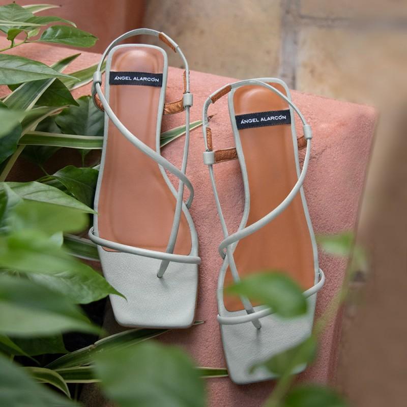 zapatos mujer verde agua NAIMA Sandalias de dedo planas de de tiras minimalistas. Verano 2021 21013-979K Ángel Alarcón
