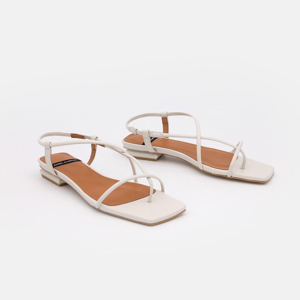 zapatos mujer blancos NAIMA Sandalias de dedo planas de de tiras minimalistas. Verano 2021 21013-979K Ángel Alarcón