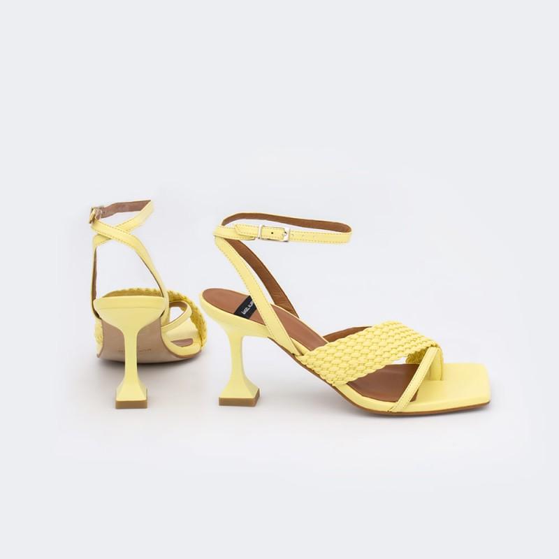21038-527C amarillo ASSALA Sandalia moderna de piel vegana con tacpn diferente y asimetrico verano 2021 Angel Alarcon