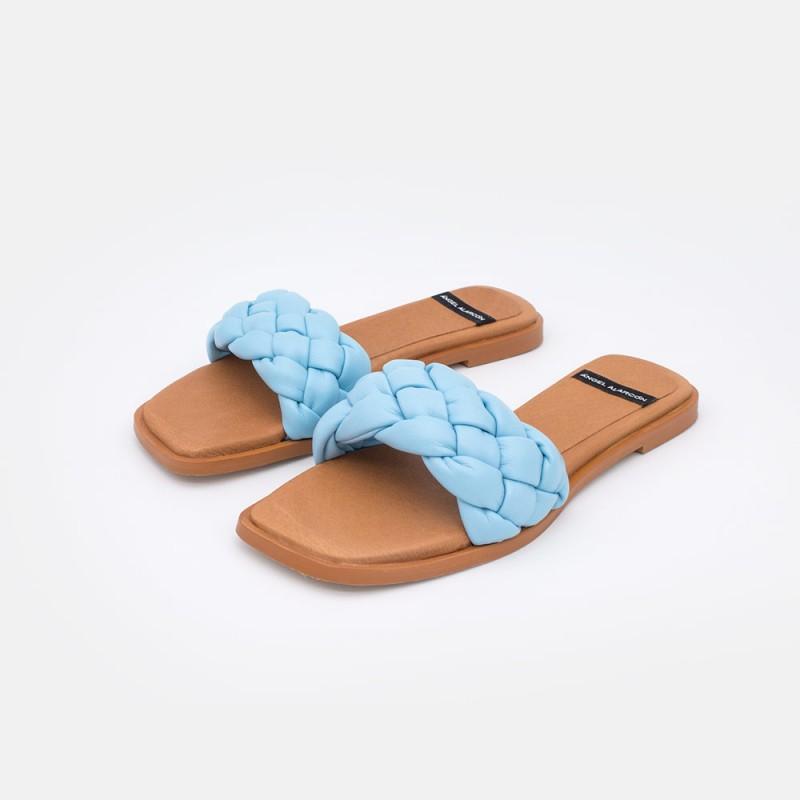 azul cielo ADIBA Sandalias planas con trenzado de piel vegano acolchado. Zapatos mujer verano 2021. Ángel Alarcón 21009-016B