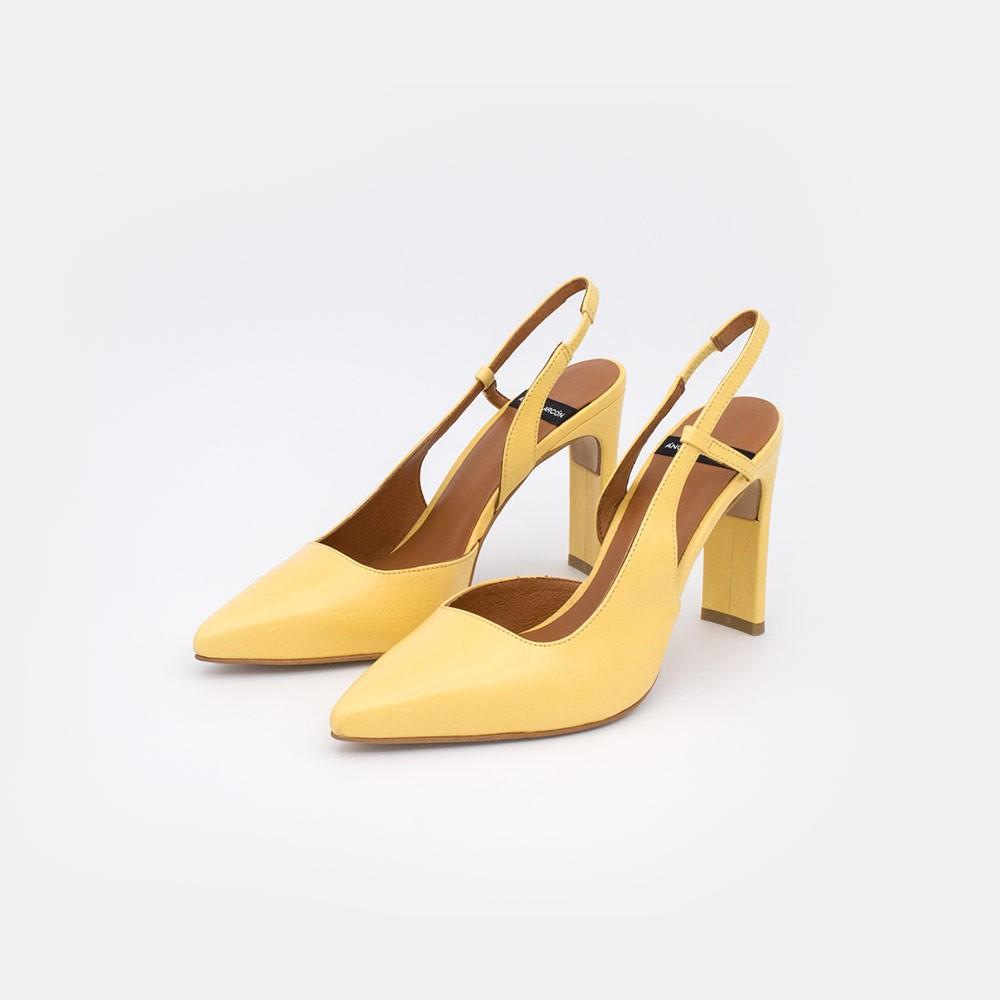 zapatos mujer piel amarillo TAHRA Stiletto destalonado asimetrico de tacon comodo verano 2021. Ángel Alarcón 21080-106R