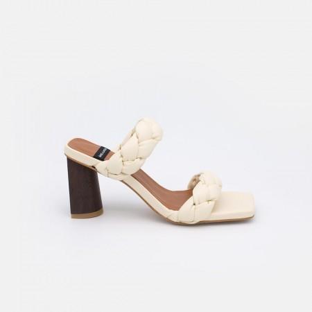 21024-526C color blanco MILAD Sandalia de tacon alto con trenzado acolchado. zapatos mujer verano 2021.