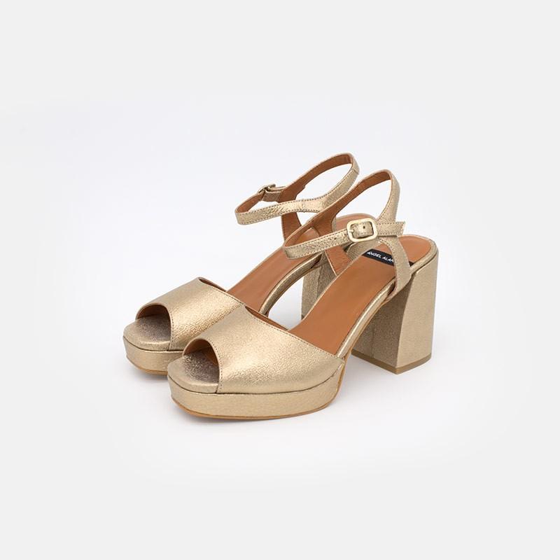 piel metalizada dorada SAZAN Sandalias de tacón alto grueso y plataforma para mujer. Verano 2021 Angel Alarcon 20036-432G.