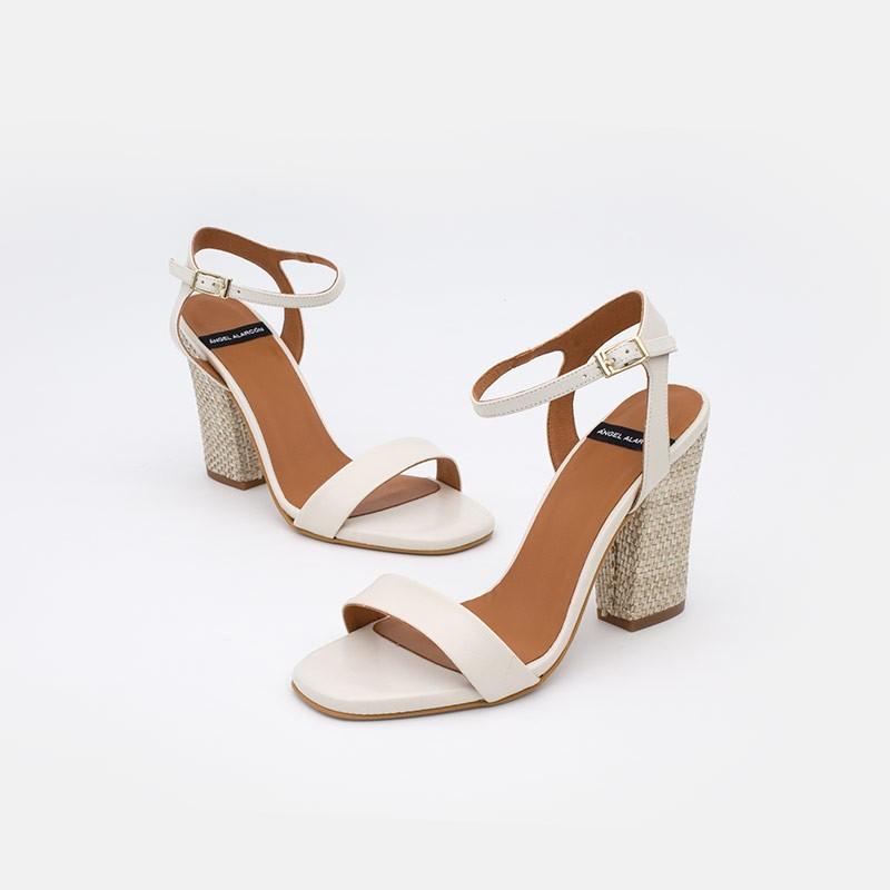 Zapatos de mujer de piel blanco LINOSA - Sandalia de piel con tacón alto ancho de rafia. Verano 2021. Angel Alarcon 20010-129A