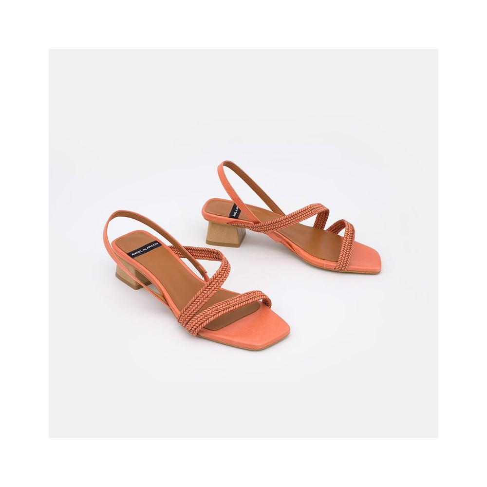 zapatos mujer verano 2021 de piel naranja NISIDA Sadalias de piel con tiras trenzadas y tacón bajo. Angel Alarcon 20018-253E