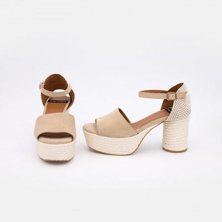 Zapatos mujer verano 2021. Ante beige KORCULA Sandalia de talón cerrado con pulsera de tacón ancho y plataforma de cuerda