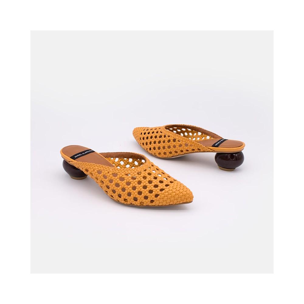 Zapatos mujer verano 2021 naranjas HEDAYA Mule trenzado de punta fina y tacón de diseño redondo. Ángel Alarcón 21057-349B