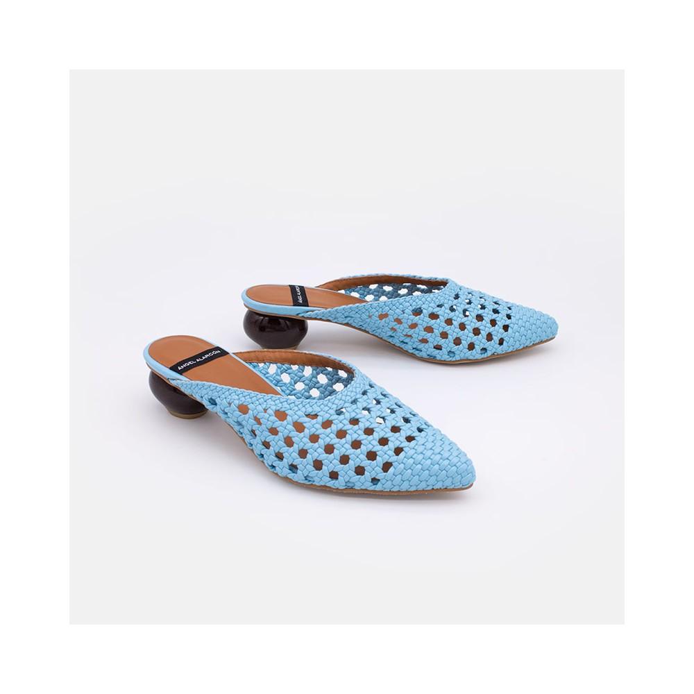 Zapatos mujer verano 2021 azul cielo HEDAYA Mule trenzado de punta fina y tacón de diseño redondo. Ángel Alarcón 21057-349B