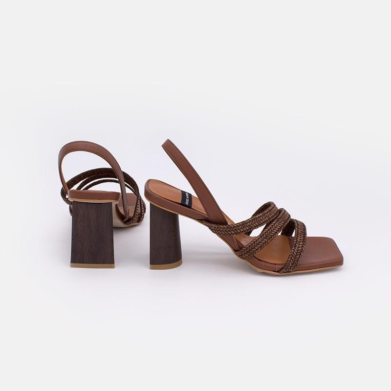 marrón oscuro JALILA - Sandalia de piel de tiras trenzadas con tacon alto. zapatos mujer verano 2021. Ángel Alarcón 21025-526C