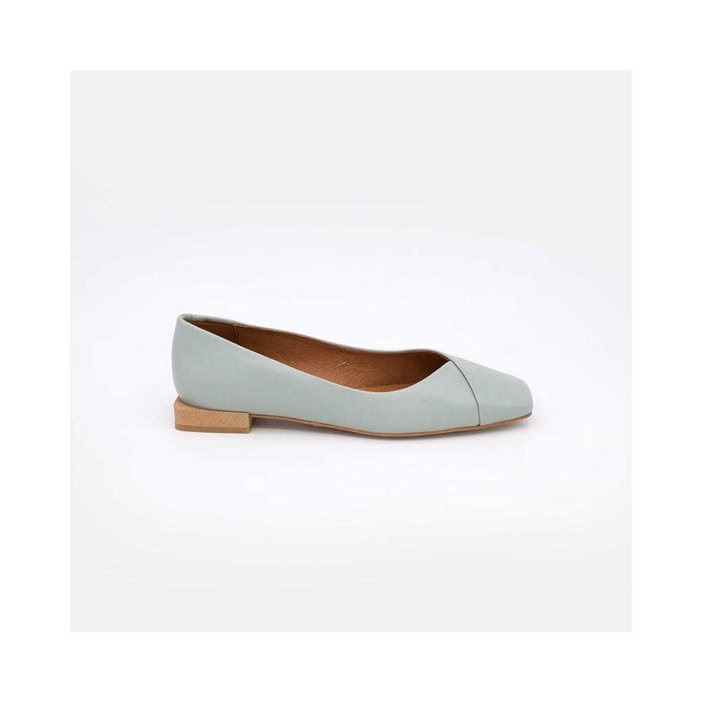 Zapatos verde agua mujer. Verano 2021. ELDEYA Bailarinas de punta cuadrada con tacón plano para mujer. Ángel Alarcón 21061-535A