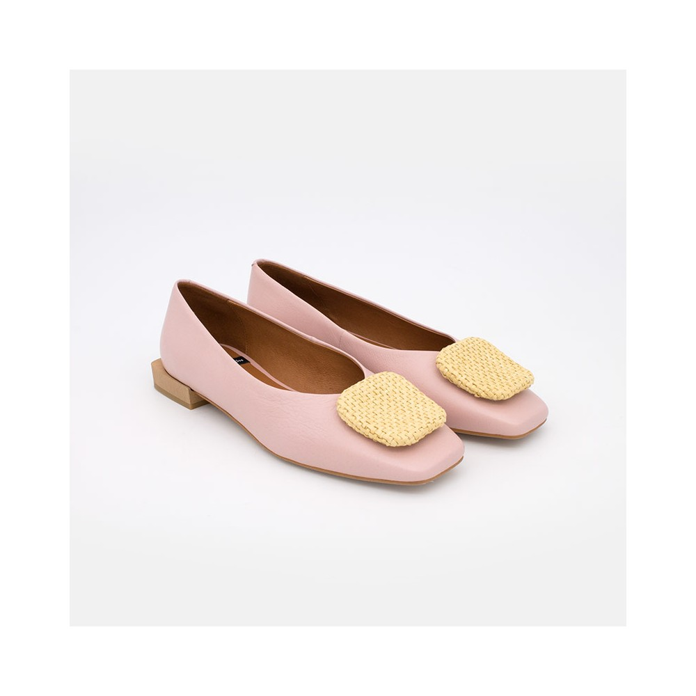 flats rosas ZAMBA Bailarina de punta cuadrada con adorno de hebilla. zapatos mujer verano 2021 Angel Alarcon 21060-535A