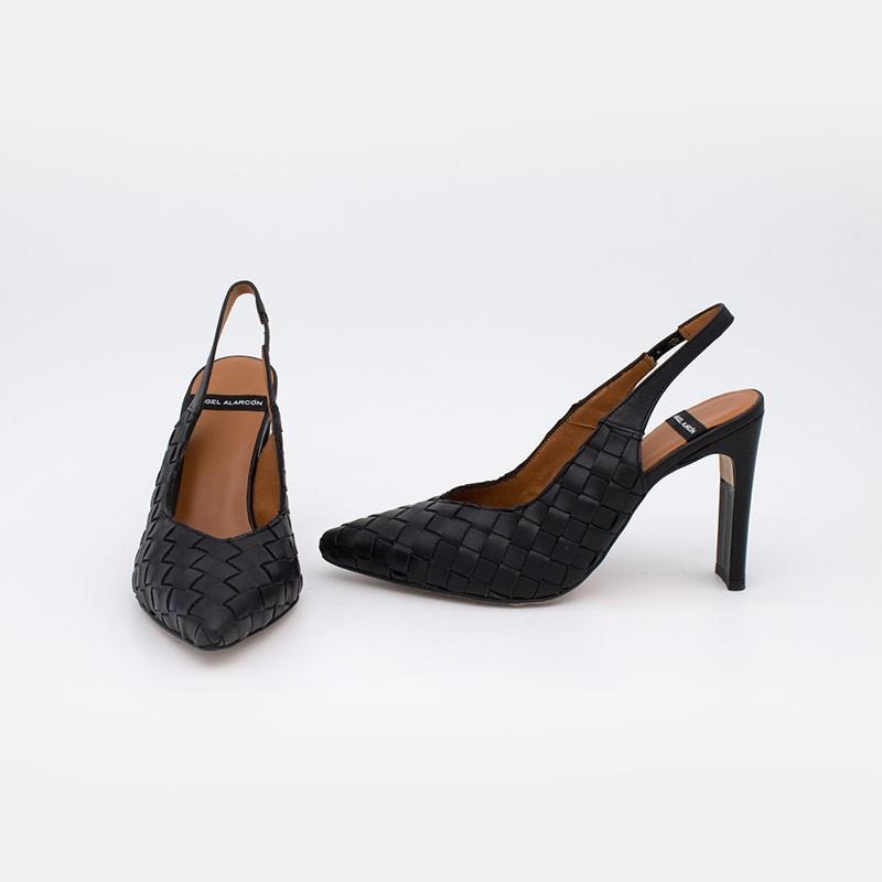 Zapatos negros de mujer verano 2021. FAIZA Stiletto destalonado de piel trenzada y tacón cómodo. Ángel Alarcón 21081-106R España
