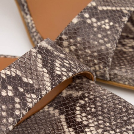 print serpiente sandalia primavera verano 2020 Ángel Alarcón nude marrón