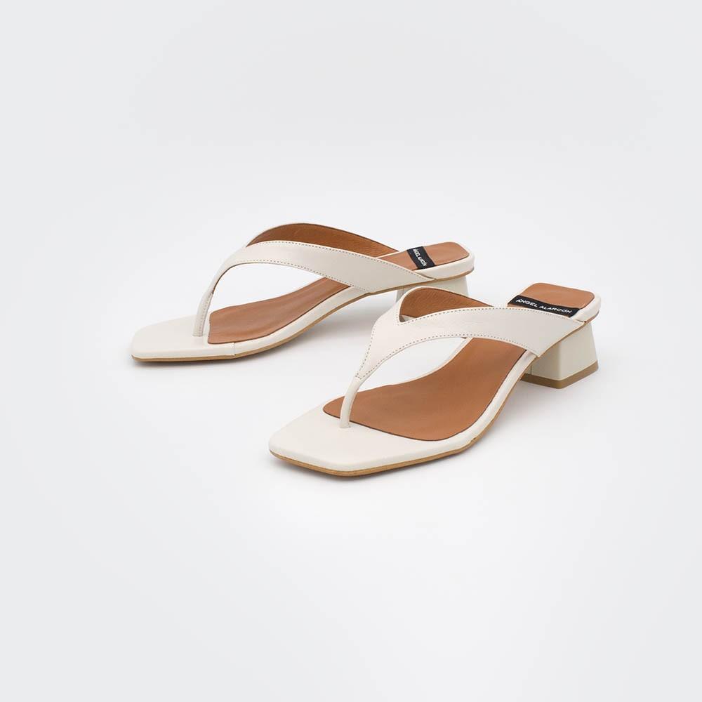 piel blanco blanca BORA - Sandalia de dedo con tacón bajo grueso bikini mujer. Primavera verano 2020 ss20 Ángel Alarcón zapatos