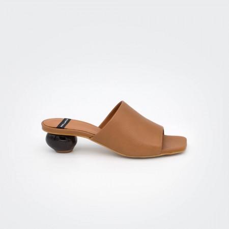 zapatos marrón cuero tacón redondo madera SOCOTRA - Zueco de piel de tacón bajo de diseño Primavera verano 2020 ss20
