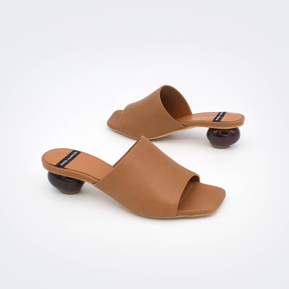 zapatos marrón cuero tacón redondo madera SOCOTRA - Zueco de piel de tacón bajo de diseño Primavera verano 2020 ss20 mujer